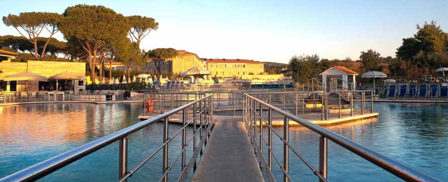 Vista panoramica sulla piscina del Terme di Saturnia Spa & Golf Resort